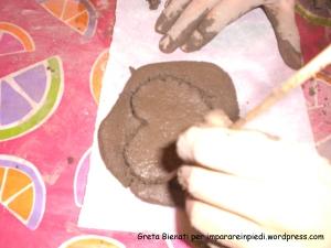 disegno cuore argilla